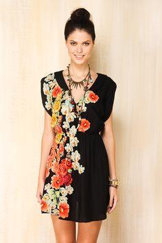 vestidinho preto!  www.farmrio.com.br