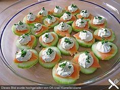 Cucumber and salmon canapes, a good recipe from the snacks and small food category.- Gurken-Lachs-Häppchen, ein gutes Rezept aus der Kategorie Snacks und kleine Ger… Cucumber and salmon snacks, a good recipe from the … - Salmon Canapes, Salmon Appetizer, Cucumber Appetizers, Appetizer Dinner, Snacks Für Party, Appetizers For Party, Appetizer Recipes, Yummy Appetizers, Party Drinks