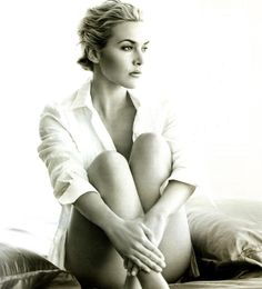 Kate Winslet By Annie Leibovitz.love her Kate Winslet, Annie Leibovitz Photography, Annie Leibovitz Portraits, Foto Picture, Beautiful People, Beautiful Women, I Love Cinema, Jolie Photo, Boudoir Photos