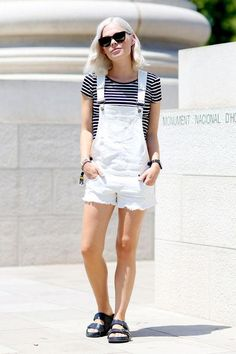 Outfit Ideas for How to Style Overalls This Summer: Pictures Salopette Short, Salopette Jeans, Birkenstock Outfit, Women's Summer Fashion, Look Fashion, Net Fashion, Womens Fashion, White Dungarees, White Overalls Shorts