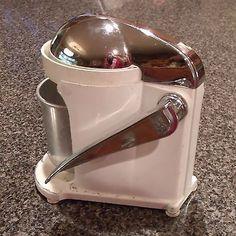 Rival Manual Juicer JUICERETTE Vintage Juicer Barware 1940-1950's Chrome White