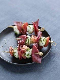Finger Food - spiedini bresaola, mozzarella e pomodorini