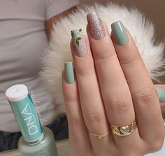 63 Ideas manicure short nails simple sparkle for 2019 Gradient Nails, Holographic Nails, Gel Nails, Stiletto Nails, Coffin Nails, Acrylic Nails, Elegant Nails, Stylish Nails, Solid Color Nails
