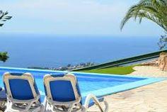 Grande villa avec un grand jardin, une piscine privée et une merveilleuse vue panoramique sur la mer
