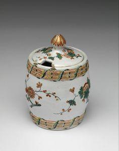 Dutch Delft polychrome mustard pot with kakiemon motives. +/- 1730 - 1750. Jeroen PM Hartgers