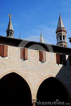 Le punte osserva la basilica da un convento della basilica di St Anthony a Padova nel Veneto (Italia)