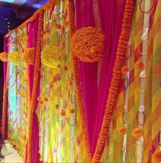 Simple & Quirky Ideas to Use Bangles for Your Wedding Decorations Backdrop Decorations, Diwali Decorations, Ceremony Decorations, Flower Decorations, Marriage Decoration, Desi Wedding Decor, Indian Wedding Decorations, Bridal Shower Decorations, Mehendi Decor Ideas