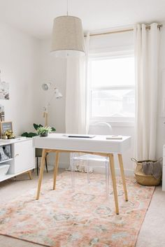 A minimalist modern home office design can have a huge impact on your productivity and efficiency and, in turn, your mental wellbeing. So why settle for a space that you don't look forward to working in? Here are our top tips for achieving a minimalist modern home office design. #hunkerhome #homeoffice #homeofficeideas #modernhomeoffice #minimalisthomeoffice