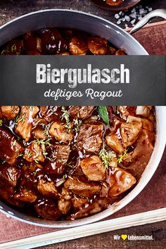 Biergulasch If it's a bit colder outside, our beer goulash recipe is just right: Whether with beer or sometimes with red wine prepared – the ragout simply delights everyone and can easily be produced in larger quantities. Easy Dinner Recipes, Gourmet Recipes, Crockpot Recipes, Soup Recipes, Chicken Recipes, Easy Meals, Cooking Recipes, Healthy Recipes, Food Porn