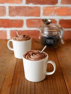 くつろぎタイムに、お家でコーヒーをよく飲むという方も多いですよね。そのまま飲んでもおいしいコーヒーですが、たまには気分を変えてカフェ風のコーヒーアレンジを試してみませんか?