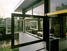 Rietveld Schröder House, Gerrit Rietveld (1924-25) Schroder House, Interior Architecture, Windows, Utrecht, Furniture, Modernism, Designers, Van, Home Decor