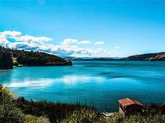 Lago de Tota.. El lago de Tota es un cuerpo de agua natural situado en el departamento de Boyacá, Colombia.