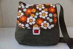 retrobag *seesack.meets.flowers* von friedas REtroGALerie auf DaWanda.com