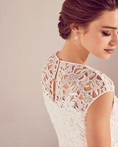 0b8d565c0c488e DETAILS - Ted s modern take on Victorian lace is perfect for a bride who  loves to