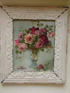 Idee: Usi de dulapuri de bucătărie din PAL mai ieftin alb, decorate cu tehnica servetelelor (nu neapărat flori) si cu o rama stil vintage lipita si vopsita alb. Dar faianta si gresia ar trebui sa fie albe/neutre