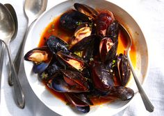 Mussels are quick-cooking, inexpensive, and party-friendly. Avoid these common mistakes, and get them right, every time.