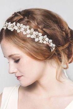 Coiffure avec headband Blond, 19th Century, Your Hair, Hair Styles, Accessories, Fashion, Head Bands, Hairdos, Flowers