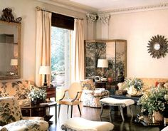 Nancy Pyne, known to her friends as 'Princess', in the living room of Cherryfields, her Far Hills, New Jersey home. Albert Hadley decorated the house in choosing Schumacher's Hollyhock Chintz as the dominant fabric in the room. Via Lacquered Life February Traditional Interior, Classic Interior, Modern Interior Design, Beautiful Interiors, Beautiful Homes, House Beautiful, Beautiful Things, Albert Hadley, Hollyhock