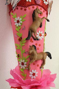 School bag horse mare with foal Tilda fabrics – feather crafts Homemade Stuffed Animals, Fabric Feathers, Feather Crafts, School Bags, Pin Collection, Dinosaur Stuffed Animal, Kindergarten, Horses, Kids