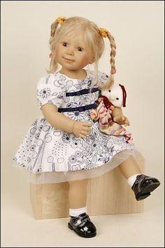 Lina es una muñeca de colección que encontrarás en nuestra web.