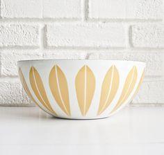 Cathrineholm lotus bowl, designed by Grete Prytz Kittelsen. #yellow