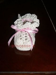Free Crochet BASIC BABY BOOTIES Pattern..