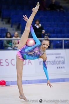 gimnastic-beauties-usergroups-young-girl