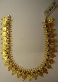 South Indian Bridal Look Articles Ideas Kerala Jewellery, Indian Jewellery Design, India Jewelry, Latest Jewellery, Gold Jewelry, Jewelry Design, Temple Jewellery, Diamond Jewellery, Simple Jewelry
