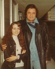 Debbie Horton (Burr) is the only woman to have played lead guitar for Johnny Cash (Branson on the Road) Johnny Cash June Carter, Johnny And June, Country Music Stars, Country Music Singers, Johnny Cash Museum, Country Western Singers, Kris Kristofferson, Waylon Jennings, Willie Nelson