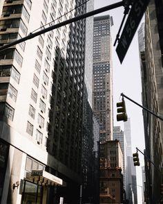 City in light and shade   #photooftheday #styleblog #nyc #citylife #时尚 #일상 #데일리룩 #aesthetics #nycblogger #lifestyleblogger #concretejungle #beautiful