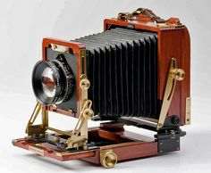'Wista' wooden 5 x 4 view camera with a Schneider lens which we used with a Polaroid back in all my 'Old Time Photo Studios', Bournemouth, Weymouth, the Ideal Home Exhibition, Thorpe Park and later the Trocadero Piccadilly Circus London for 20 plus years. Antique Cameras, Old Cameras, Vintage Cameras, Canon Cameras, Canon Lens, Field Camera, Camera Gear, Leica Camera, Nikon Dslr