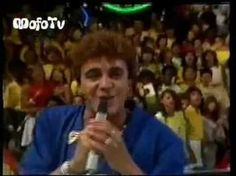 Álbum, Anjo Azul, 1987. Faixa de abertura do disco. Markinhos Moura cantando no Programa do Chacrinha. Composição: Markinhos Moura MEU, ANJO AZUL ONDE ESTÁ V...
