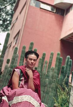 Planting Frida Kahlo's Botanical Paradise in the Bronx - Nickolas Murray, Frida in Front of the Cactus Fence, San Ángel, 1938.© Nickolas Muray Photo Archives
