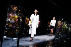 Dries Van Noten Spring 2017 Ready-to-Wear Atmosphere and Candid Photos - Vogue