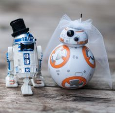 15 wonderfully nerdy wedding cake toppers - Star Wars - Ideas of Star Wars - These are the droids you've been looking to make your big day complete. Star Wars Wedding Cake, Geek Wedding, Wedding Topper, Our Wedding, Dream Wedding, Disney Wedding Cake Toppers, Wedding Songs, Unique Wedding Cakes, Wedding Themes