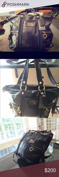 Authentic coach Like new! Leather, gold details! Very cute and classy coach bag. Used just once. No signs of wear or tear. Coach Bags Totes
