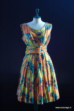 Zomerjurk van 'wafelkatoen', bedrukt met een grote print van oranje/gele klaprozen (1950E027)