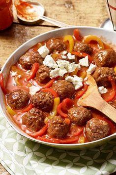 #hackfleisch #mediterran #feta #Hackbällchen in #Paprikasauce mit Feta sind schnell gemacht und passen besonders gut zu #Reis.