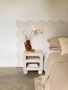 Home Remodeling Diy, Decor, Romantic Home Decor, Cheap Diy Decor, Bed Styling, Home Decor Kitchen, Home Decor, House Interior, Cheap Rustic Decor