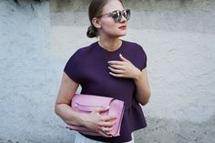Feminine colours against a white pleated skirt and metallic Le Specs shades for todays outfit | More pics on the blog