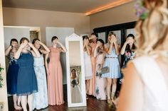 First look but not only for groom Bridesmaids, Bridesmaid Dresses, Wedding Dresses, Margarita, Groom, Dressing, Fashion, Bride Maid Dresses, Bride Gowns