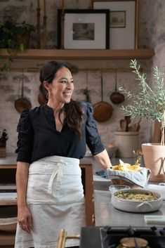 Estilo Joanna Gaines, Magnolia Joanna Gaines, Chip And Joanna Gaines, Cheese Dipping Sauce, Baked Spinach Artichoke Dip, Pretzel Cheese, Magnolia Table, Coffee Bar Home, Cheese Ball Recipes