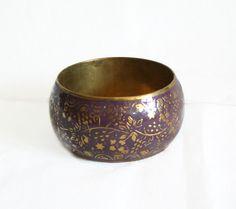Lovely vintage brass bangle BRACELET purple enamel, FLOWERS, Boho jewelry, floral pattern, rustic, womens jewellery, metal art