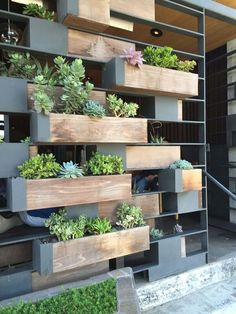 34 Awesome Vertical Garden Design Ideas And Remodel. If you are looking for Vertical Garden Design Ideas And Remodel, You come to the right place. Below are the Vertical Garden Design Ideas And Remod. Indoor Garden, Indoor Plants, Home And Garden, Outdoor Spaces, Outdoor Living, Vertical Garden Design, Vertical Gardens, Building A Pergola, Design Jardin