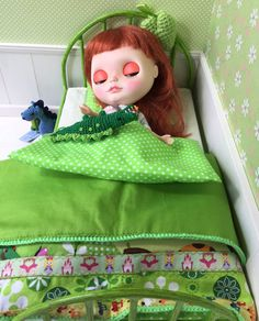 Green Metal Bed Littlefee Blythe With Accessories For Dolls Quilt Handmade Patchwork Diorama 1/6 Bjd Dal Pullip - https://www.etsy.com/listing/182409225/green-metal-bed-littlefee-blythe-with?ref=shop_home_active_9