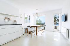 Reforma integral de una  villa situada en Mallorca: Cocinas de estilo minimalista de ISLABAU constructora