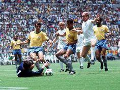 Brasil de meia cinza a pedido do Zagallo que tb era tecnico do Botafogo por superstição contra a Inglaterra na copa de 70, e deu sorte mesmo Brasil 1 x 0 gol de Jairzinho do BOTAFOGO