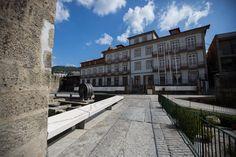 Pousada de Juventude de Guimarães #guimaraes #history #urban #culture #youthhostels #wheretostay #portugal Portugal, Castle, Louvre, Mansions, House Styles, Building, Travel, Hotels, Culture