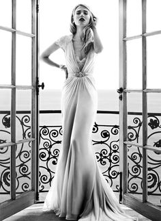 Love everything about this photo.  No wonder I like it, it's a Jenny Packham Dress.