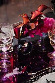 By mixing shades of red, pink and purple, Calla lilies become a dramatic addition to any table.